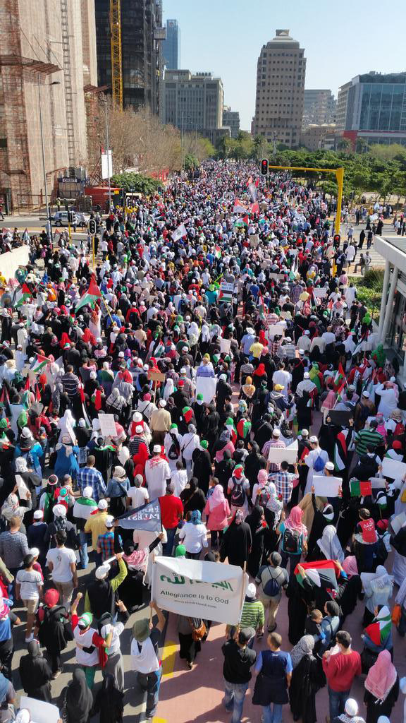 South African march for Gaza in an enormous demo in Cape Town. Pic credit: Sayed Dhansay via twitter