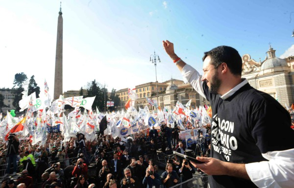 Salvini greets the crowd