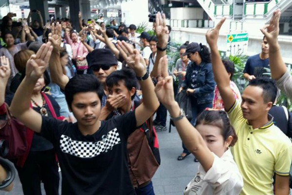 Protestors in Thailand use the three-fingered salute from The Hunger Games