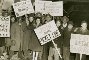 Protestors demonstrate against racial discrimination at the White City Roller Rink (pic credit Kaufmann & Fabry Co. Source Chicago Historical Society ICHi - 17209)